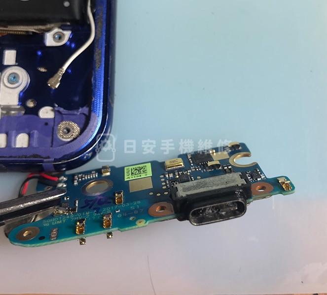 HTC U11 充電孔燒熔