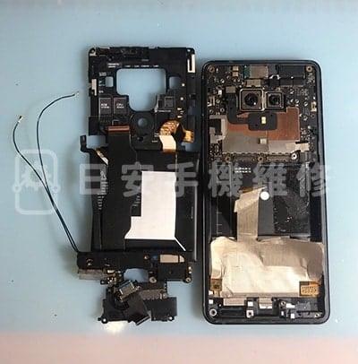 HTC U12 Plus 移除電池、喇叭及充電排線