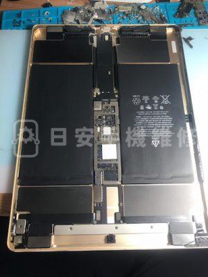 第一代 ipad pro 12.9 更換電池,移除保護蓋。
