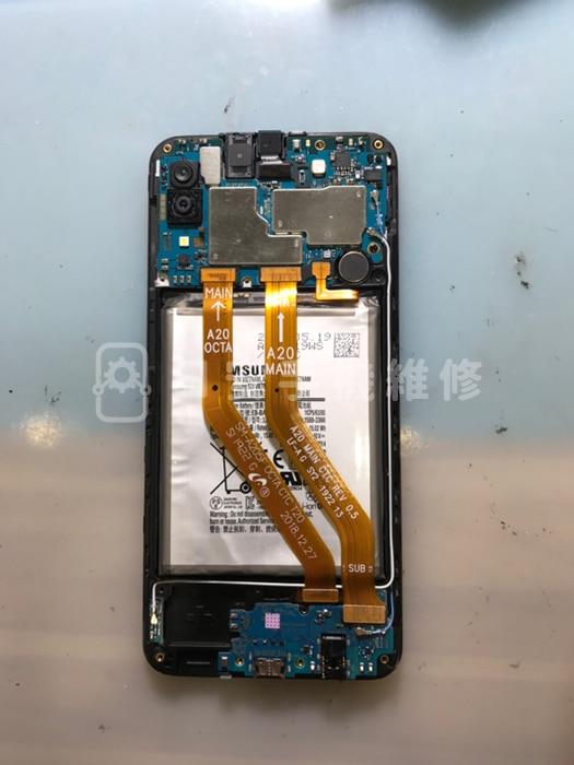 Samsung A20 安裝電池