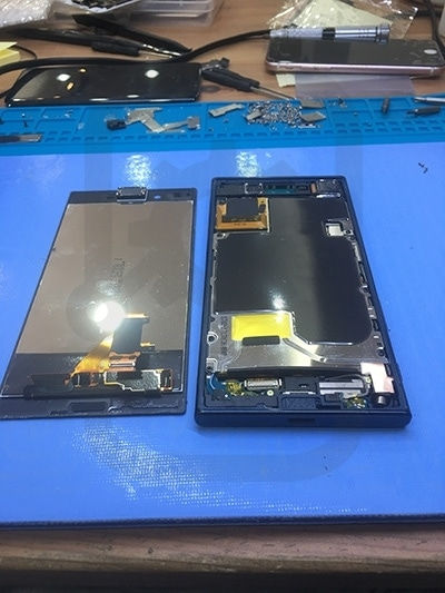 Sony XZ 移除螢幕,電池更換。