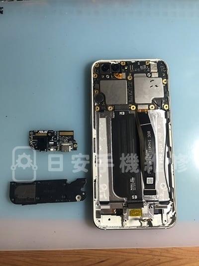 zenfone 4 ze554kl 螢幕維修 - 拆除充電孔及喇叭